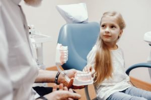 child-see-specialist-paediatric-dentist